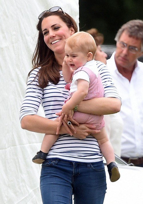 Kate Middleton Giving Birth to Royal Baby With Prince William and Prince George at St. Mary's Hospital