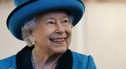 Queen Elizabeth Birthday Party: Coronavirus Changes Plans - COVID-19 Forces Monarch's Simple Cake and Candle Option?