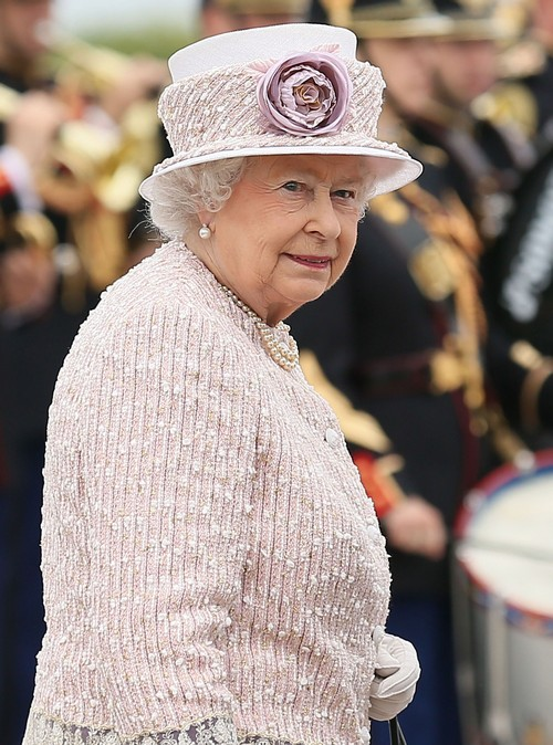 Queen Elizabeth To Abdicate On Next Birthday and Name Prince William and Kate Middleton King and Queen - Report