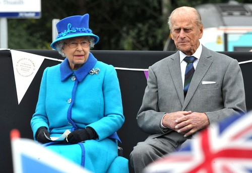Queen Elizabeth Retiring – Chooses Kate Middleton and Prince William Queen and King – Convinces Prince Charles to Step Aside?