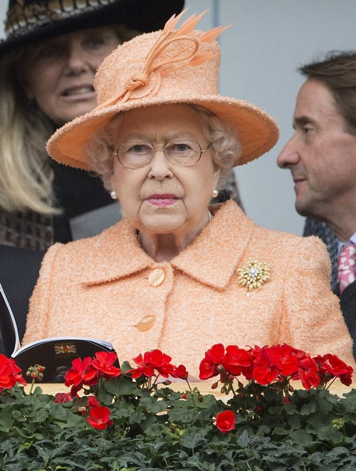 51882623 Queen Elizabeth attends The Qipco Champions Race Day at Ascot Racecourse. Guests were seen cheering from the stands. FameFlynet, Inc - Beverly Hills, CA, USA - +1 (310) 505-9876 RESTRICTIONS APPLY: USA/CHINA ONLY