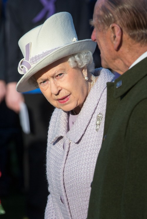 Queen Elizabeth Demands Kate Middleton's Respect: Duchess Forced To Curtsey In Public?