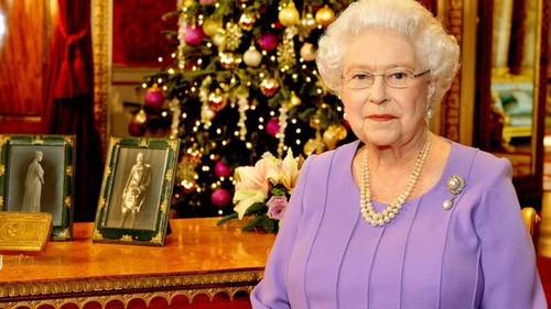 "Kate Middleton Skips Queen Elizabeth's Christmas Dinner - Keeps Prince George at Anmer Hall, Retaliates For ""Commoner"" Snub?"