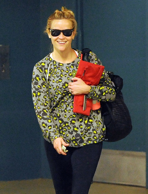 Exclusive... Reese Witherspoon Refuels After Her Workout