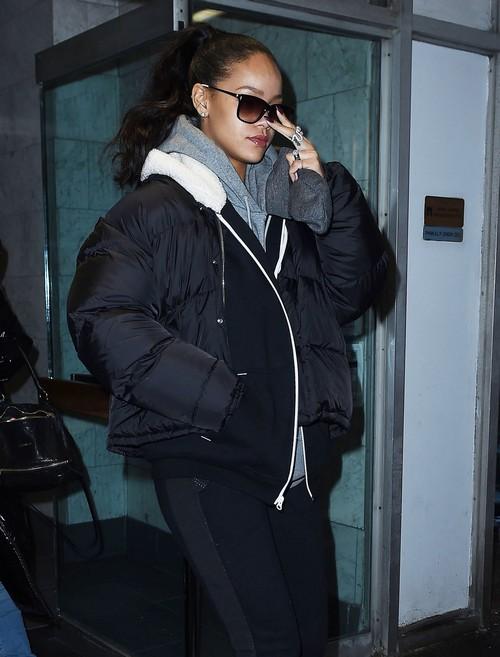Leonardo DiCaprio and Rihanna Dating, Hooking Up But Rihanna Too Clingy?