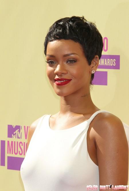 See Rihanna's Twitter Pics