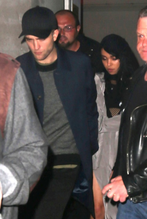 Robert Pattinson Cheating Rumors: FKA Twigs Caught With Mystery Man - Spotted Kissing (PHOTOS)