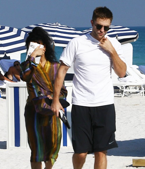 Robert Pattinson And FKA Twigs Pictured On Florida Beach - FKA Hiding From Paparazzi, Hypocrite? (PHOTOS)