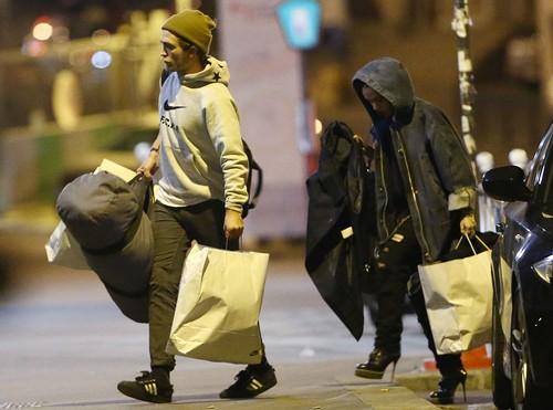 Robert Pattinson Really 'Loves' FKA Twigs in Paris, Kristen Stewart Devastated as New Girlfriend Break Robsten (PHOTOS)