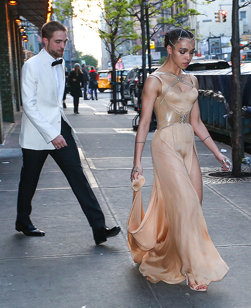 Robert Pattinson, FKA Twigs Breakup Allegations Untrue - Couple Still On Track After Twigs Debuts Song About Love For R-Pattz?