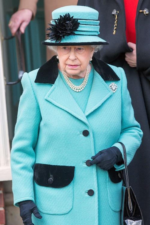 Queen Elizabeth Awards Kate Middleton Tuvalu Order Of Merit - Refusing To Give Her Anything Bigger?