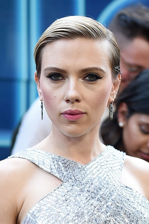 Scarlett Johansson And Colin Jost Are Clearly Dating