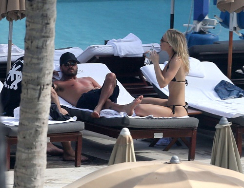 Scott Disick Hits The Beach With A Group Of Girls