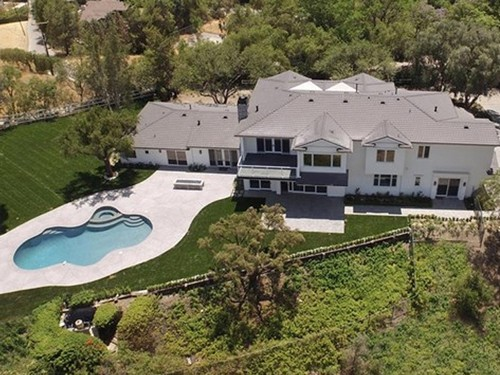 Scott Disick Buys Kardashian-Adjacent House: Spying on Kourtney Kardashian and Justin Bieber?