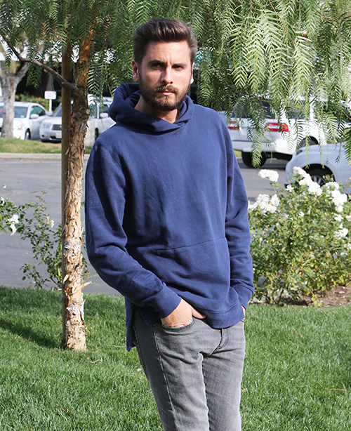 Scott Disick Relapses as Kourtney Kardashian Sleeps With Justin Bieber: Baby Mama Hooking-Up Crushes Scott?
