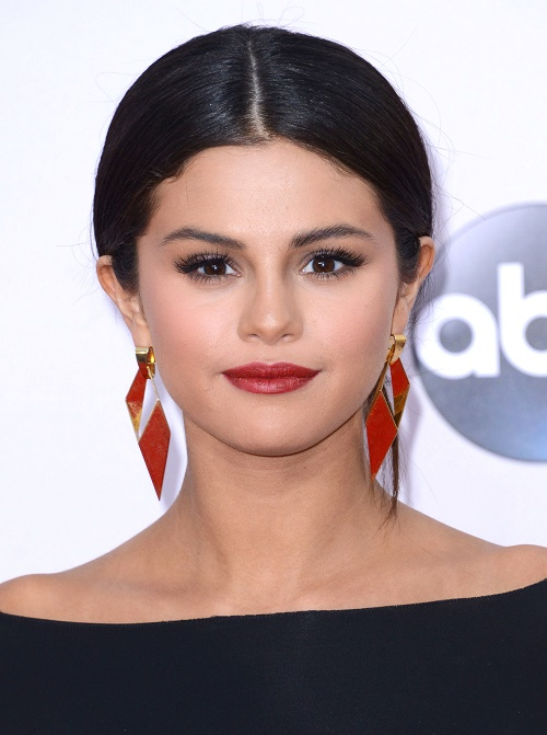 Selena Gomez, Cara Delevingne Dating - Romance Fake, Just A Ploy By Selena To Make Justin Bieber Jealous!