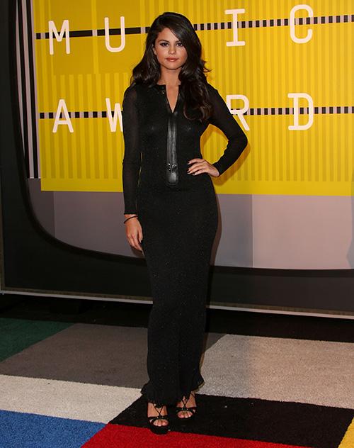 Selena Gomez Dating David Henrie AGAIN: Romantic Dinner Sighting - Singer Dumps Nick Jonas For Ex-Boyfriend Hookup?