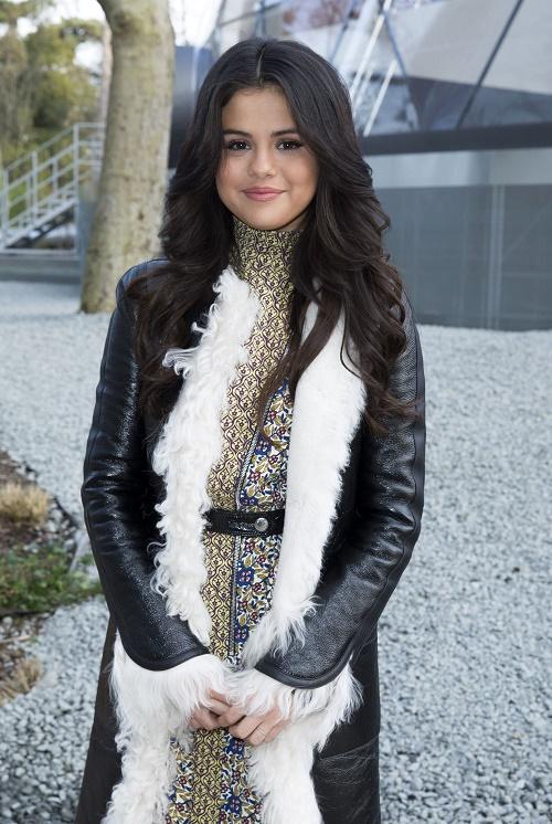 Selena Gomez Getting A New Butt To Win Back Justin Bieber - Bye Bye, Zedd - Plastic Surgery Alert!
