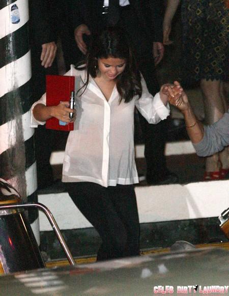 Selena Gomez See Through New Wardrobe to Keep Justin Bieber? (Photos)