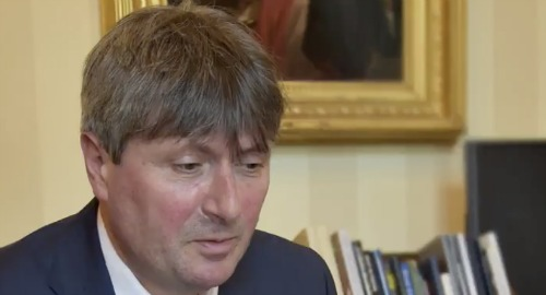 Queen Elizabeth Has a Personal Poet, Simon Armitage - Pays Him With Bottles of Sherry
