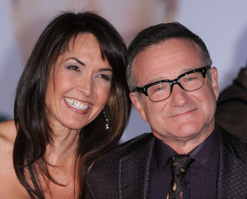 Robin Williams Suicide Valerie Velardi Marsha Garces And Susan Schneider Three Wives And Two Divorces Photos Celeb Dirty Laundry Valerie velardi opened up about her relationship with williams for the first time since his death four years ago, in the documentary robin williams: https www celebdirtylaundry com 2014 robin williams wives wife valerie velardi marsha garces susan schneider photos