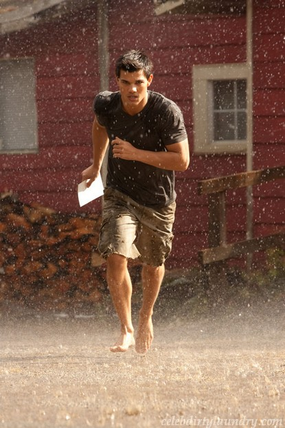 Taylor Lautner Late To Breaking Dawn Wedding (Photo)