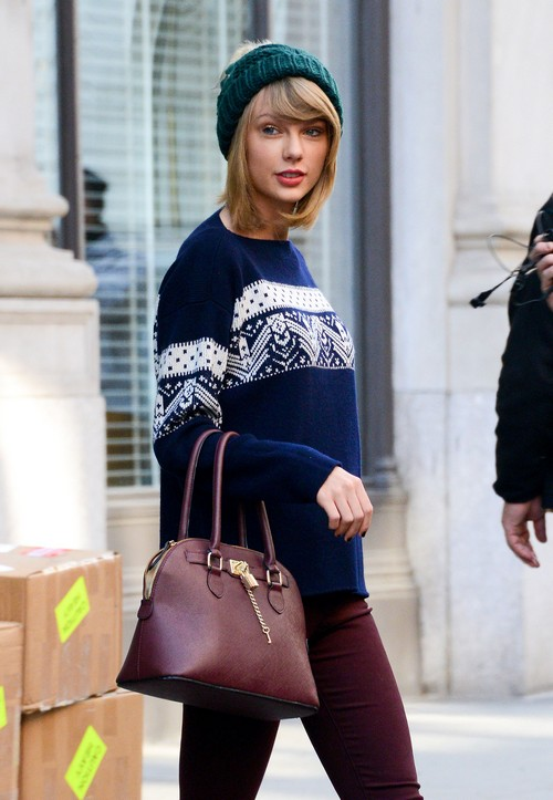 Taylor Swift Has Crush On Chris Martin - Stealing Him From Jennifer Lawrence?