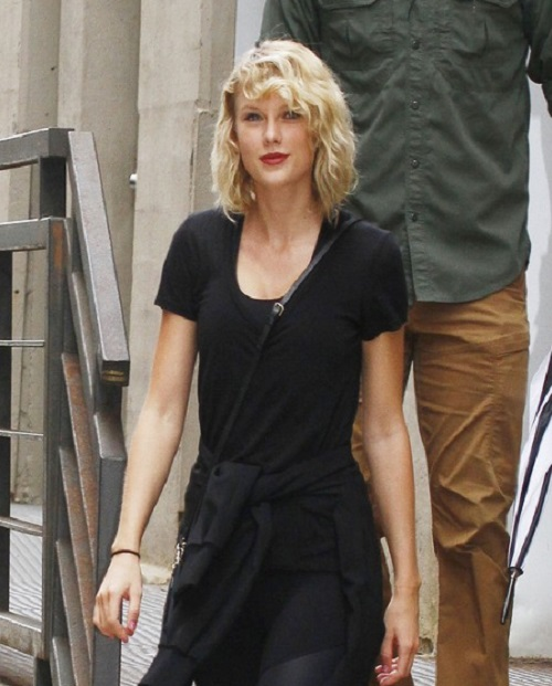 Has Taylor Swift Found A Bizarre Way To Hide From The Paparazzi?