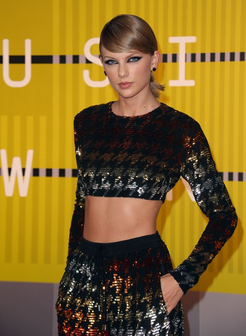 Taylor Swift Cheating On Calvin Harris With Hot Male Back-Up Dancer While Away On Tour?
