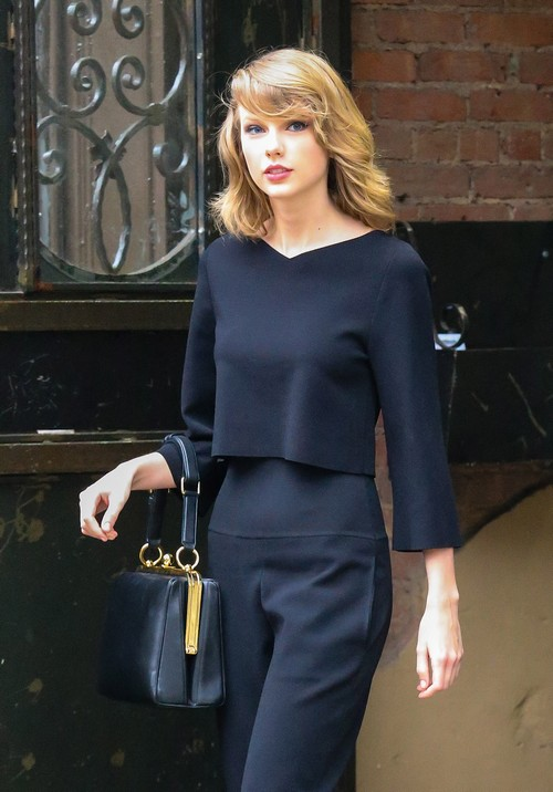 Taylor Swift Ready For Boob Job Breast Implants After Wearing Padded Bras For Years? (PHOTOS)
