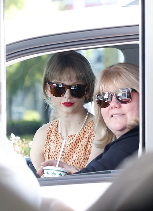 Taylor Swift Cancer News: Mother, Andrea Finlay, Diagnosed With Deadly Disease
