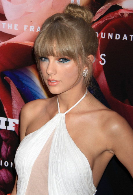 Taylor Swift Despises Justin Bieber and His Hypnotic Influence over Selena Gomez!