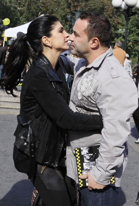 Teresa Giudice Of Real Housewives Of New Jersey Needs To Divorce Scumbag Joe Giudice - He Abuses Her Emotionally!