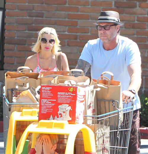 Tori Spelling And Family Grocery Shopping In Malibu