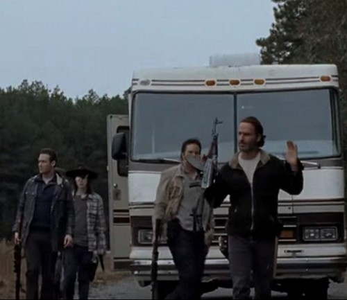 The Walking Dead Spoilers: Who Negan Kills and Why - Last 10 Minutes of Season 6 Finale Revealed