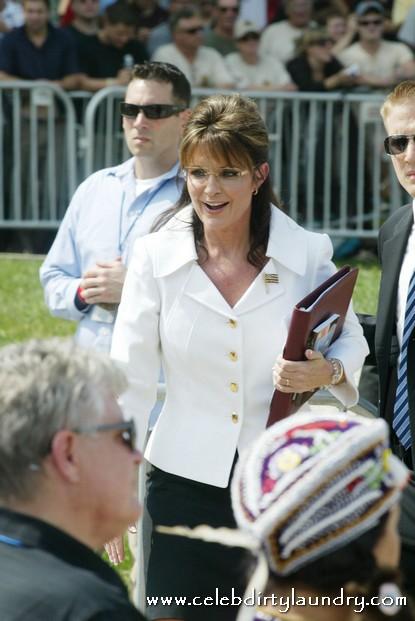 Crazy Man Threatens To Rape Sarah Palin's Daughter