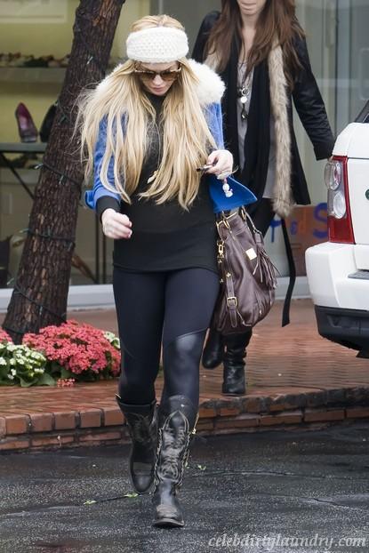 Lindsay Lohan Denies Necklace Theft