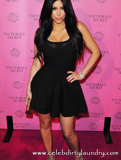 Why Does Kim Kardashian Date NBA Giant Kris Humphries?  To Make Herself Appear Slim And Petite!
