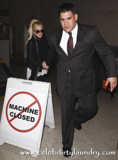 Lindsay Lohan Gives Michael Jackson's Former Bodyguard Alberto Alvarez A Tryout