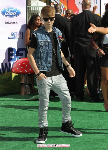 Justin Beiber Gets Into Scap At The BET Awards