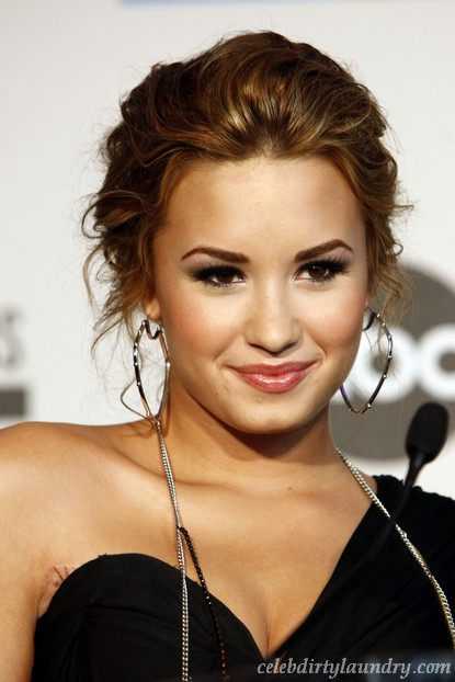 Demi Lovato Leaves Rehab!