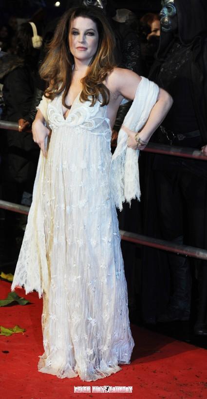 Scientologist Lisa Marie Presley Hits Rock Bottom - Turns To John Travolta For Help