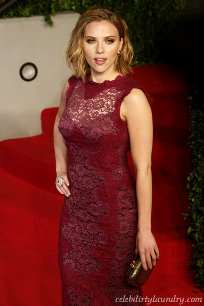 Scarlett Johansson & Sean Penn Make It Official