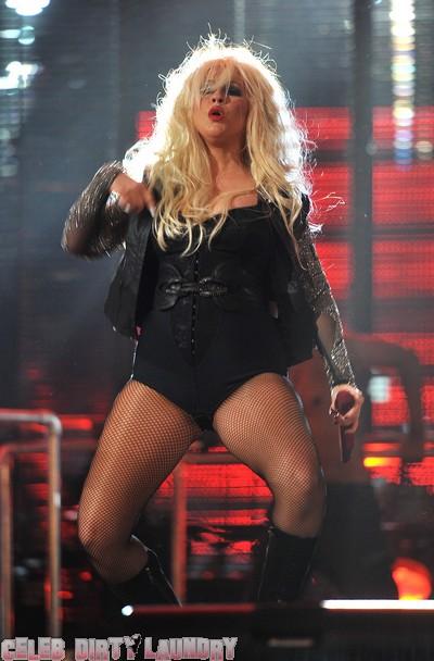Christina Aguilera Pays Tribute To Michael Jackson (Photos)