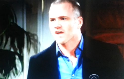 'The Young and the Restless' Spoilers: Kelly Attacks Phyllis, Knocks Rival Unconscious - Stitch Under Suspicion Over Austin